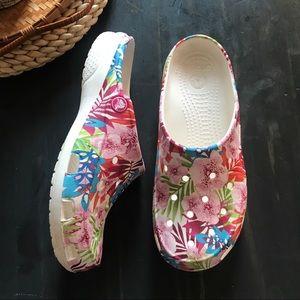Crocs white floral slip on mule size 7
